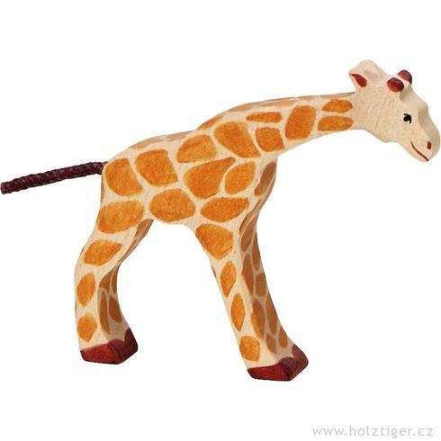 Malá žirafka pijící – zvíře zedřeva - Holztiger