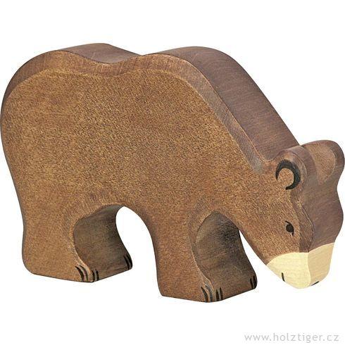 Hnědý medvěd krmící se– dřevěné zvíře - Holztiger