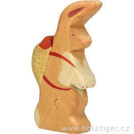 Velikonoční zajíček sbatůžkem – vyřezávané zvířátko zedřeva