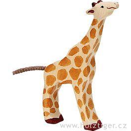 Krmící semalá žirafka – zvíře zedřeva